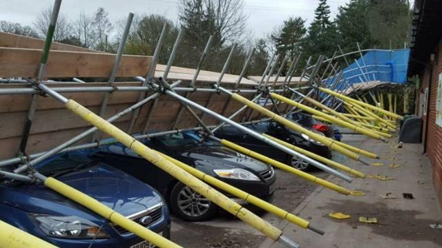 scaffolding falls on cars