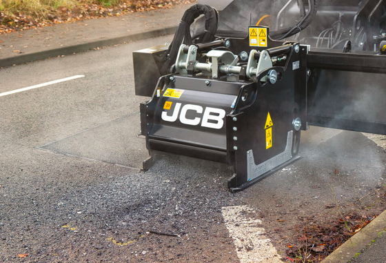 JCB cuts out and repairs all with one machine